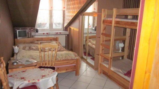 pokoj bordowy 4 osobowy