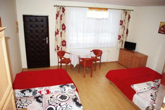 Pokój 4 - osobowy (czerwony) 2 x łóżko podwójne