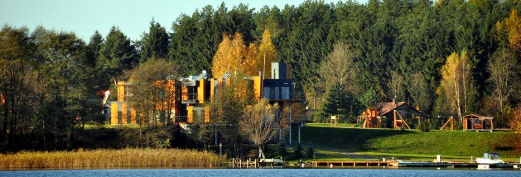 Nasz Hotelik od strony Jeziora Tałty