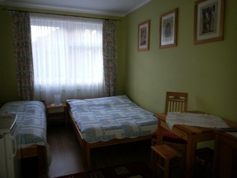 Villa Pod Dębem | Pokoje 2, 3 i 4 osobowe z łazienkami, idealne dla rodzin
