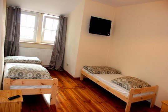 sypialnia w apartamencie sosnowym