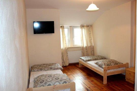 sypialnia 2 w apartamencie sosnowym