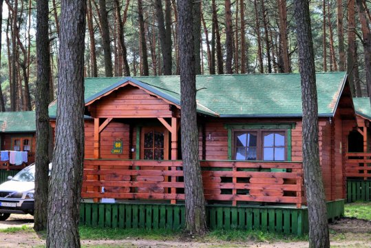 Domek drewniany Jodła 5 osobowy, 2 pokoje z salonikiem, pełen aneks kuchenny oraz węzeł sanitarny, parking przy domku