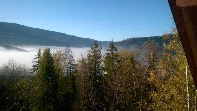 Szczyrk spowity mgłą - widok z okna
