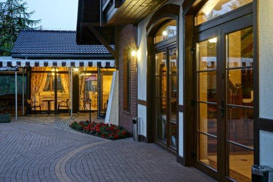 wejście do restauracji i hotelu