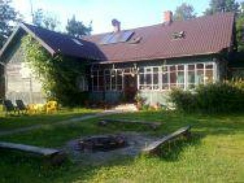 dom od podwórka