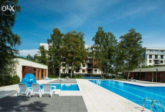 Basen ze zjeżdzalnią dla dzieci - Apartament Pomarańczowy z balkonem. Osiedle Polanki z basenem. 300 m. do plaży