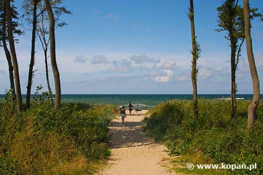 Wejście na plażę nad Jeziorem Kopań