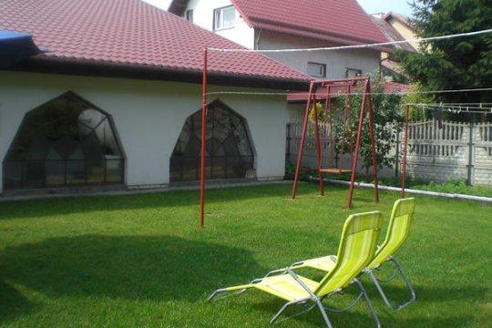 ogród od północy - U Geni | Pokoje 2 i 4  osobowe