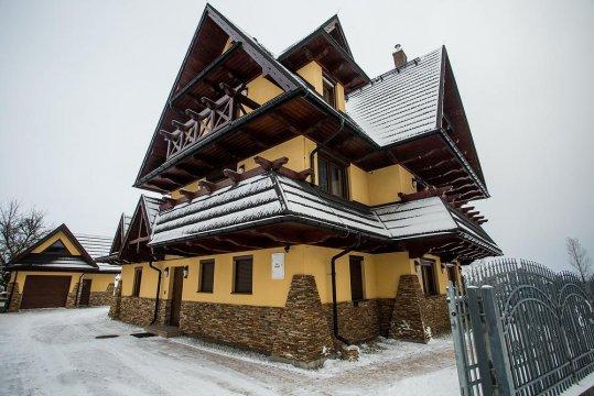 Budynek z zewnątrz - zima