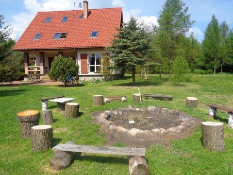 Dom z miejscem do biesiadowania przy ognisku - Zaczarowany Ogród