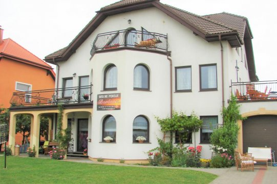 Dom z zewnątrz - Idealny dla par i rodzin