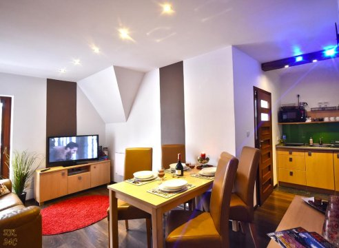 KR24C salon z aneksem kuchennym i balkonikiem - Apartament Kościelisko Residence 24C Dolina Kościeliska. 9kmTermy Chochołowskie