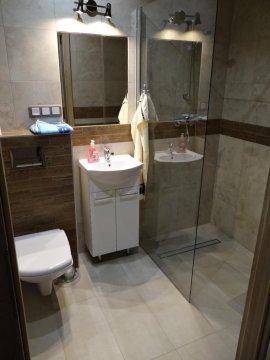 łazienka pokoju czteroosobowego