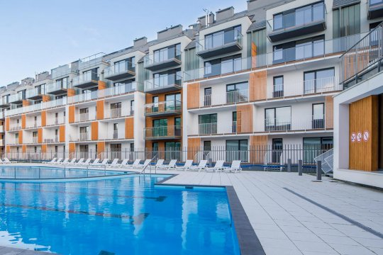 Budynek + basen zewnętrzny - Apartamenty Blue Point - Osiedle Feniks