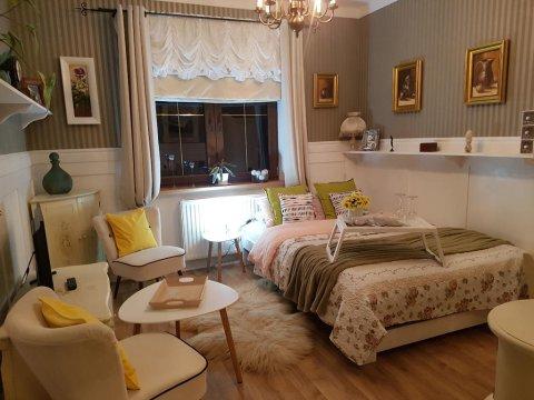 Retro room z łazienka - Pokoje Gościnne Magnolia Rooms