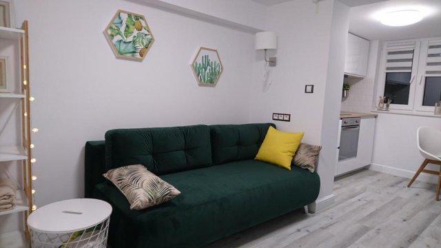 Rozkładana sofa w salonie