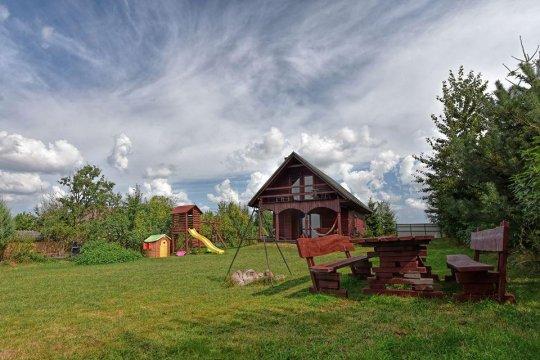 dom drewniany nad jeziorem, balia z gorącą wodą z jacuzzi, sauna, bilard