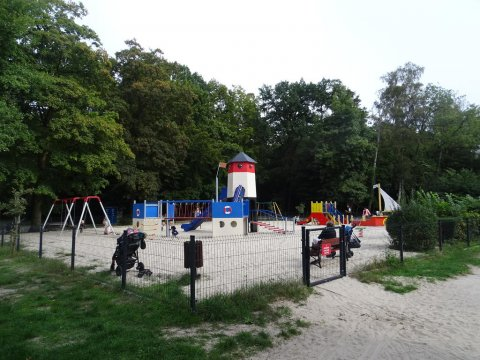 Plac zabaw - Apartament Iwmar - 5 min. do plaży