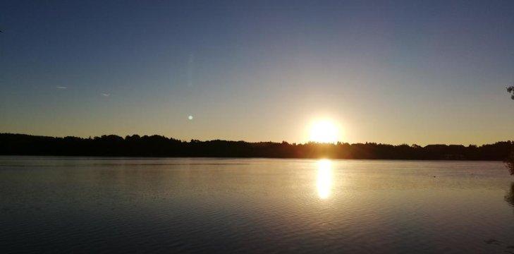 Widok na wshcód słońca z posesji
