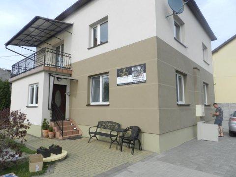 dom z pokojami