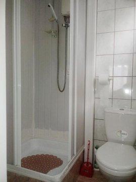domek 4-osobowy(dwa pokoje)łazienka