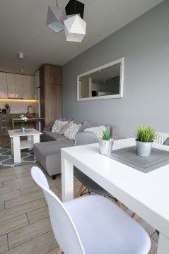 Salon od strony balkonu - Nowoczesny apartament 800m od plaży