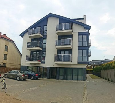 Apartamentowiec z parkingiem dla gości