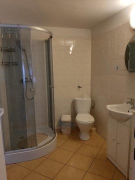 Łazienką w pokoju 4 osobowym