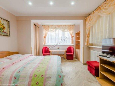 nr 1-pokój z kuchnią i łazienką