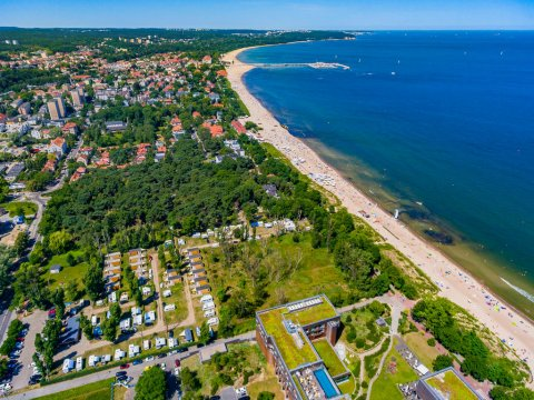 Ośrodek znajduje się przy samej plaży.