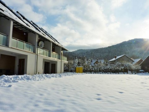 Apartament z zewnątrz, widok na góry - Apartament z Liskiem. Taras z widokiem na góry