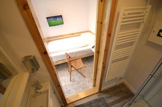 maga inn pokój jednoosobowy i łazienka