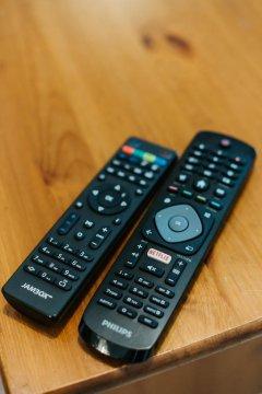 piloty TV Smart Netflix i dekoder