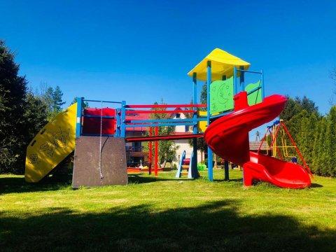 Pokoje do wynajęcia, basen , plac zabaw ,idealny dla rodzin