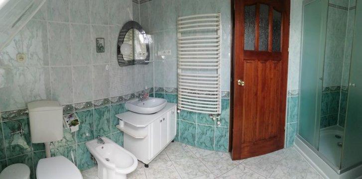 łazienka przy apartamencie 2 pokojowymm