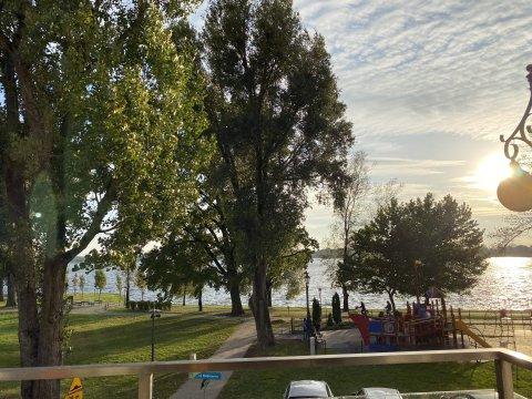 INALDA. Apartament z widokiem na jezioro