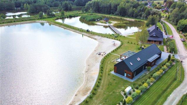 Trzy Stawy, luksusowy dom położony nad prywatnymi stawami z dużą plażą