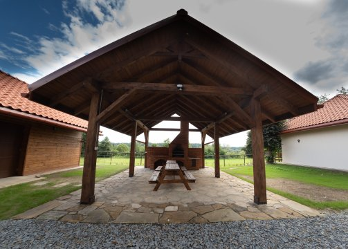 Kompleks pałacowo-parkowy   noclegi, ośrodek jeździecki, spokojna okolica