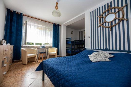 pokój 4 osobowy - Dom Wypoczynkowy ANNA - 250 m do morza! Komfortowe pokoje,Wi-Fi,parking, ogród.