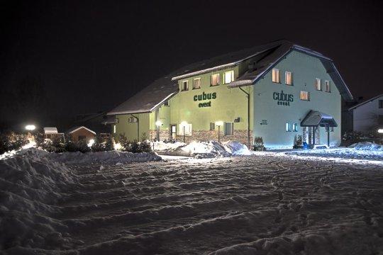 Zima. Widok Hotelu z zewnątrz