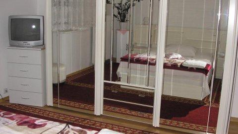 Willa Holi. Pokoje 1,2 i 3 - osobowe blisko Bulwaru Nadmorskiego.