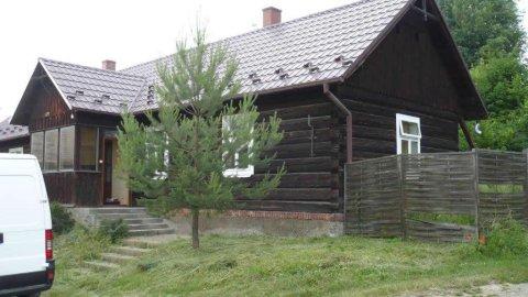Klimatyczny Domek na Pogórzu Jasielskim   otoczony zielenią   salon z kominkiem