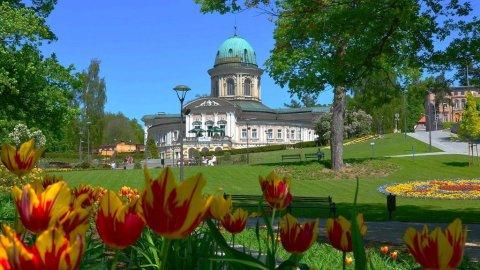 Zdrój Wojciech - kąpiele termalne, stylowe pokoje oraz urokliwa restauracja.
