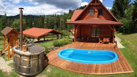 Letnisko | Drewniany dom z basenem