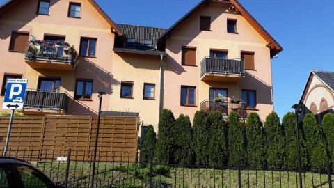 Kwatera Ceglana. Mieszkanie 2-pokojowe z kuchnią i balkonem.