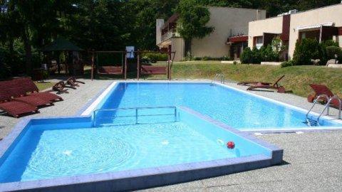 Apartament  dla 4 osób z tarasem, przy basenie