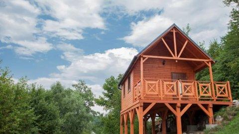 SZALKA | Domek na wysokiej drewnianej platformie