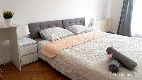 Peowiaków 8 Queens | apartament z dwoma sypialniami | 6 min. pieszo do Deptaka