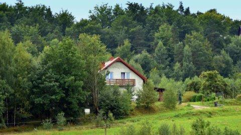 Dom w Wieżycy | wypoczynek wśród kaszubskich jezior i lasów | kominek